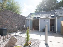 Glenernan Self Catering Cottages, hotel in Ballater