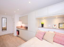 Town or Country - Canute Studio, apartment in Southampton
