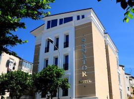 Senator Hotel, hotel en Tirana