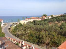 Casa Nensy 2, pet-friendly hotel in Santa Maria di Castellabate