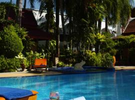 Safari Beach Hotel, hotel in Patong Beach