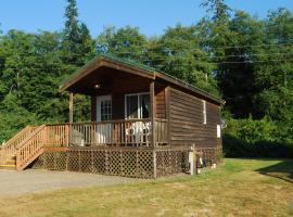 Seaside Camping Resort One-Bedroom Cabin 6, resort village in Seaside