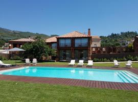 Casa de Baixo - Petit Hotel, farm stay in Alvoco das Várzeas