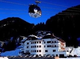 Hotel Persura, hotel with jacuzzis in Ischgl