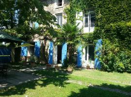 Le Mas des Platanes, hotel near Splashworld Aqua Park, Entraigues-sur-la-Sorgue