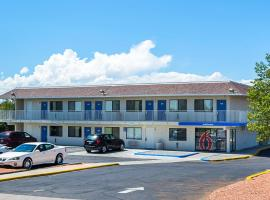 Motel 6-Pueblo, CO - I-25, accessible hotel in Pueblo