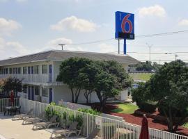 Motel 6-Austin, TX - North, hotel u blizini znamenitosti 'Arena Frank Erwin Center - University of Texas' u gradu 'Austin'