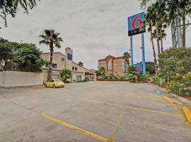 Motel 6-San Antonio, TX - Downtown - Market Square, hotel near River Walk, San Antonio