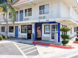 Motel 6-Bakersfield, CA - Convention Center, hotel v destinaci Bakersfield