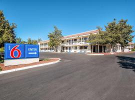 Motel 6-Redding, CA - South, hotel in Redding