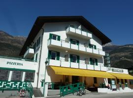 Hotel-Restaurant-Pizzeria Goldrainerhof, hotel a Coldrano