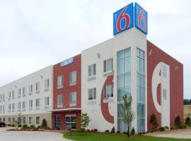 Motel 6-Tulsa, OK – hotel w mieście Catoosa
