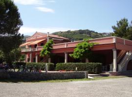 Pozzo al Moro Village, hotel in Marina di Campo