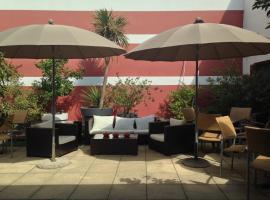 Hotel Cote Patio, отель в Ниме