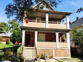 Acacia Bed and Breakfast, vacation rental in Niagara Falls