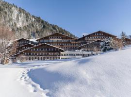 HUUS Gstaad, отель в городе Гштад