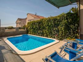 Holiday Home Petra, hotel with pools in Podstrana
