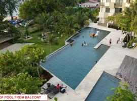 By the Sea- Pool and Sea View, apartment in Batu Ferringhi