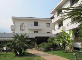 Hotel Villa Claudia, hotell i Nago-Torbole