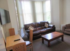 No 4 - LARGE 2 BED NEAR SEFTON PARK AND LARK LANE, hotel near Sefton Park Palm House, Liverpool