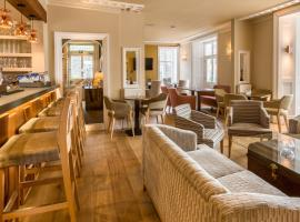 The Lamplighter Dining ~ Rooms, guest house in Windermere