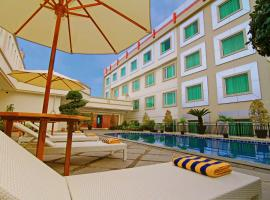 Rocky Plaza Hotel Padang, hotel in Padang