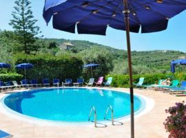 Hotel La Badia, отель в Сорренто