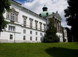 Hotel Zámok Topoľčianky, hotel Kistapolcsányban