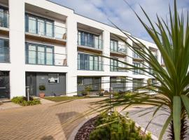 South Sands Beach House, holiday home in Torquay