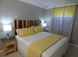 Beach One Bedroom Suite C5, spa hotel in Ocho Rios