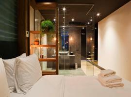 Manzo's Suites, hotel near Heemskerkse Golfclub, Zaandam