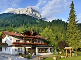 Das Halali - dein kleines Hotel an der Zugspitze, family hotel in Ehrwald