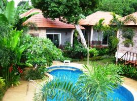 Pennapa Chalet, hotel near Tiger Muay Thai and MMA Training Camp, Chalong