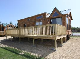 Lakeland RV Campground Loft Cabin 3, hotel in Edgerton