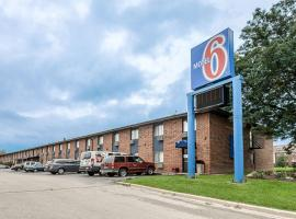Motel 6-Oak Creek, WI, hotel near General Mitchell International Airport - MKE,