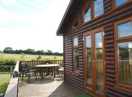 Fairview Farm Log Cabins & Holiday Accommodation set in 88 acres in Nottingham, hotel in Nottingham