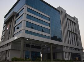 Hide Away Suites, hotel in Noida