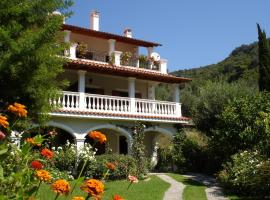 Alexandros Apartments & Studios, pet-friendly hotel in Agios Gordios