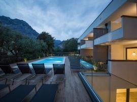 Riva Lake Lodge, serviced apartment in Riva del Garda