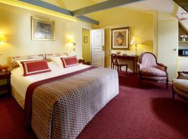 Le Relais Montmartre, hotel near Porte de Saint-Ouen Metro Station, Paris