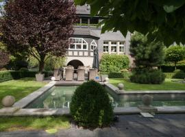 Luxury Garden Villa with SPA, hotel near Olympic Stadium Wroclaw, Wrocław