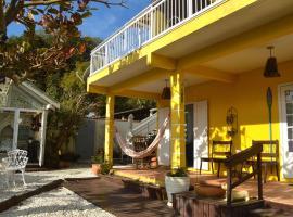 Hospedaria Canto do Morro, hotel near Retreat of the Priests Beach, Bombinhas