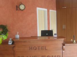 Hotel Grand Tour Cologne, hotel near Palaces Augustusburg and Falkenlust, Cologne