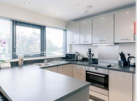 Room Space Service Apartments – New Manor House, hotel near LaplandUK, Bracknell