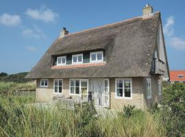 Cozy Villa in Midsland near Sea, holiday home in Midsland aan Zee