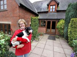 Castle Farmhouse Bed and Breakfast, hotel near Leicester Forest East Services M1, Leicester