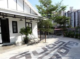 Stay SongSong Mount Erskine, villa in George Town
