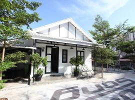 Stay SongSong Mount Erskine, hotel near Gurney Drive, George Town