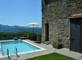 Historic Cottage in Fivizzano with Swimming Pool, hotel a Fivizzano