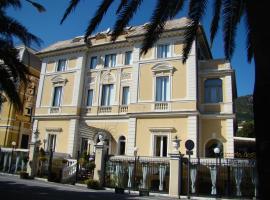 Ena Hotel, отель в Аренцано